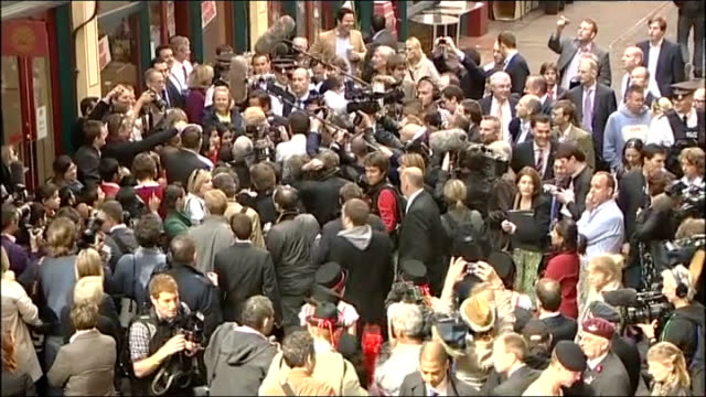 vidéos et rushes de general election 2010: david cameron visits leadenhall market; high angle views of cameron and johnson along surrounded by press scrum / high angle... - équipement audiovisuel