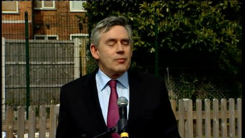 general election 2010: gordon brown campaigning in nottinghamshire; brown speech sot - my father taught me every time someone asks for help you... - moving up点の映像素材/bロール