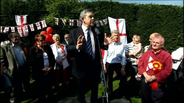 gordon brown meets bedworth party activists gordon brown introduced by mike o'brien and brown speech sot various thank yous today we fly the george's... - semifinal round stock videos & royalty-free footage