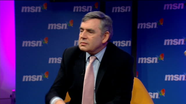 stockvideo's en b-roll-footage met gordon brown talks to workers at msn in london; gordon brown mp q&a session sot - we made a mistake on the 10p tax rate and we got that sorted out /... - 40 seconds or greater