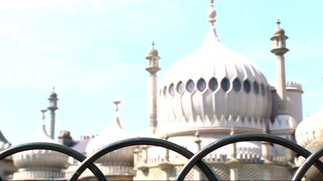 harriet harman in brighton / gvs of brighton ext general views of the royal pavilion on sunny day / people sunbathing on lawn / low angle view of the... - brighton brighton and hove stock-videos und b-roll-filmmaterial