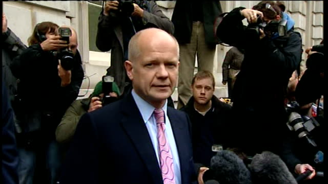 hung parliament first statement from william hague england london westminster whitehall ext arrival of conservative negotiating team william hague mp... - cathy newman stock-videos und b-roll-filmmaterial