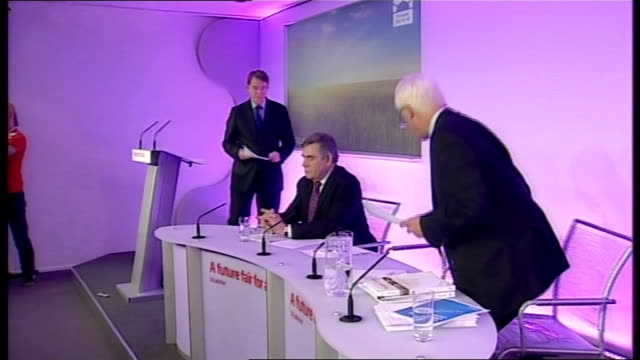 vídeos de stock e filmes b-roll de general election 2010: labour press conference; england: london: int lord mandelson press conference sot - in january david cameron said... - 12 15 meses
