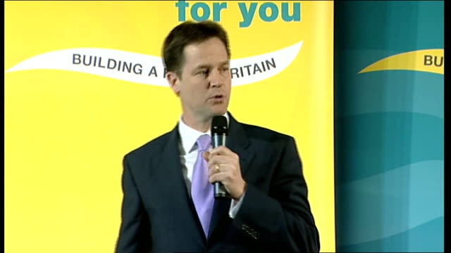 vídeos y material grabado en eventos de stock de general election 2010: nick clegg speaks at richmond rally; england: london: richmond: int vince cable mp introduces nick clegg sot as clegg onto... - number 9
