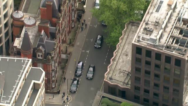 aerials of ed miliband arriving at labour hq england london labour headquarters building / cars along / ed miliband mp and wife justine thornton... - ed miliband stock-videos und b-roll-filmmaterial
