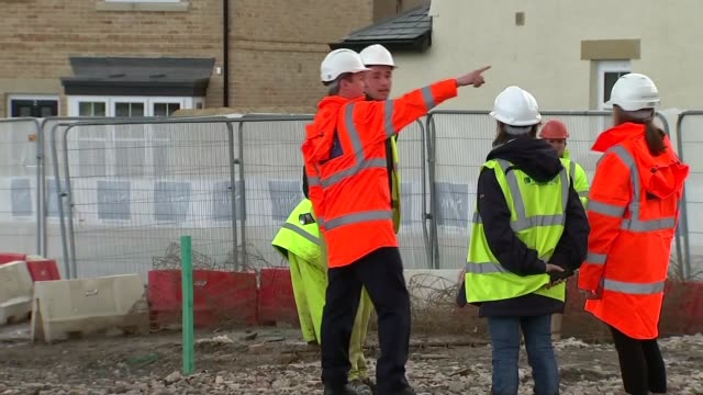 vídeos de stock, filmes e b-roll de conservative david cameron campaigning in lancaster england lancashire lancaster ext david cameron arriving at construction site with construction... - lancashire