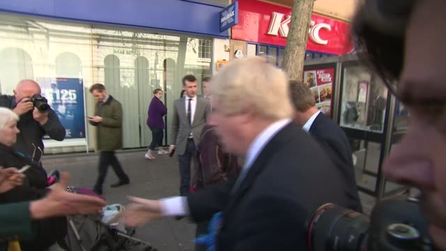 vídeos de stock e filmes b-roll de conservatives boris johnson campaigning in thanet ramsgate johnson meeting local people and handing out leaflets - ramsgate