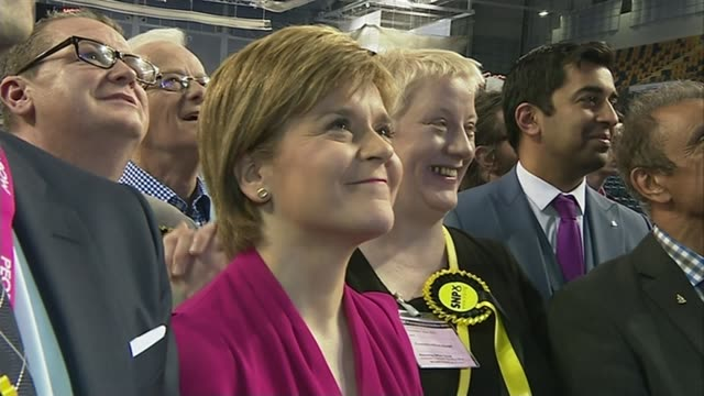 conservatives win majority / opposition party leaders resign scotland nicola sturgeon and group of snp supporters party workers cheer as watching... - allgemeine wahlen stock-videos und b-roll-filmmaterial