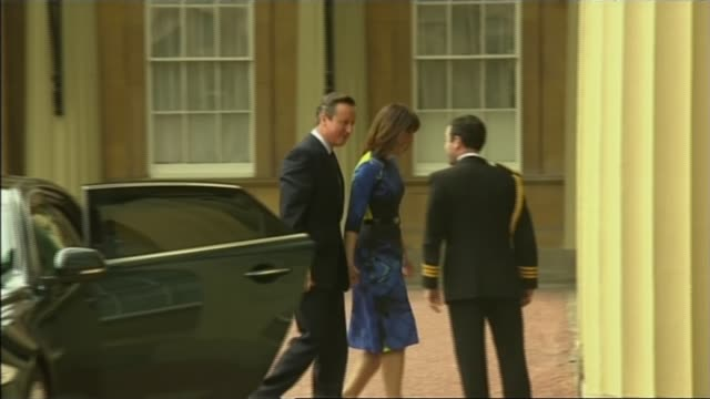 conservatives win majority / opposition party leaders resign cameron and wife samantha from car as arriving at the palace to meet with queen... - allgemeine wahlen stock-videos und b-roll-filmmaterial