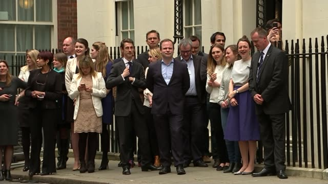 vidéos et rushes de general election 2015: conservatives win majority / opposition party leaders resign; downing street: various of cameron motorcade turning into... - élection