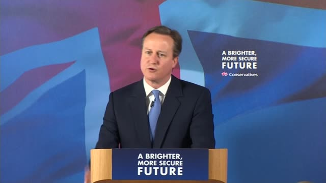 david cameron 'brain fade' over football team support david cameron speech sot of course i'd rather you supported west ham i had a brain fade i'm a... - ウェストハム・ユナイテッドfc点の映像素材/bロール