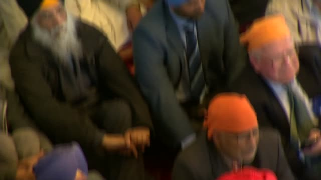 vídeos de stock e filmes b-roll de general election 2015: david cameron speech cutaways at sikh festival in gravesend; cameron sitting cross legged on floor listening to speech / sikh... - cross legged