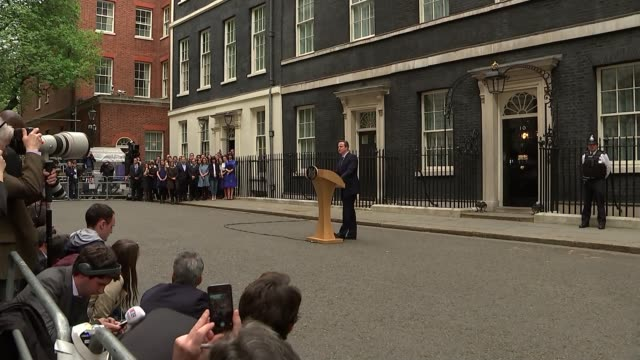 vidéos et rushes de david cameron speech outside downing street cutaways england london downing street photography*** david cameron mp speech cutaways sot / samantha... - pupitre