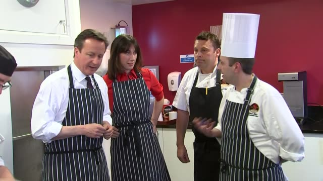 vídeos de stock e filmes b-roll de general election 2015: david cameron visits brains brewery in cardiff; wales: cardiff: brains brewery: ext **beware flash photography** david cameron... - pie humano