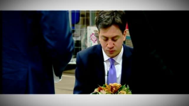 ed miliband profile / 'milifandom' on social media r21051402 / london new covent garden int ed miliband eating bacon sandwich - エド ミリバンド点の映像素材/bロール