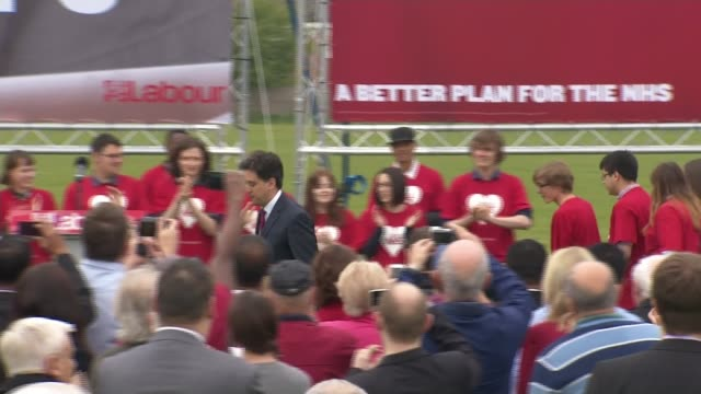 general election 2015: ifs criticises lack of clarity over parties' spending plans; warwickshire: nuneaton: ed miliband from labour battlebus and... - all shirts stock-videos und b-roll-filmmaterial