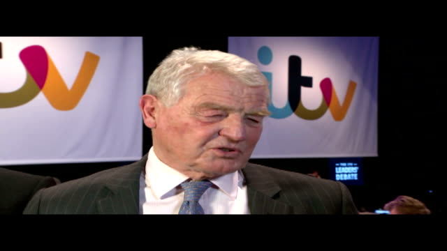general election 2015: itv leaders' debate; england: int reporter to camera in the spin room lord ashdown interview sot - you lot put on cracking... - ダグラス アレキサンダー点の映像素材/bロール
