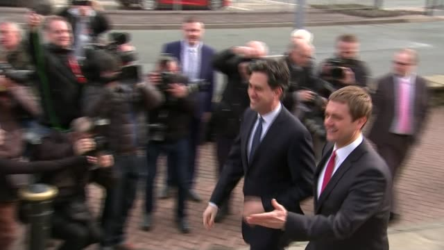 itv leaders' debate preparations bury ed miliband arriving at town hall for qa session miliband presented with gift by small child - itvイブニングニュース点の映像素材/bロール