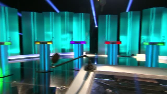 itv leaders' debate preparations salford empty leaders' debate set pan - itvイブニングニュース点の映像素材/bロール