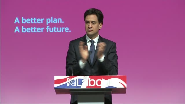 general election 2015: labour party rally in warrington; ed miliband along into hall and onto stage acknowledging applause ed miliband speech sot - 英チェシャー州点の映像素材/bロール