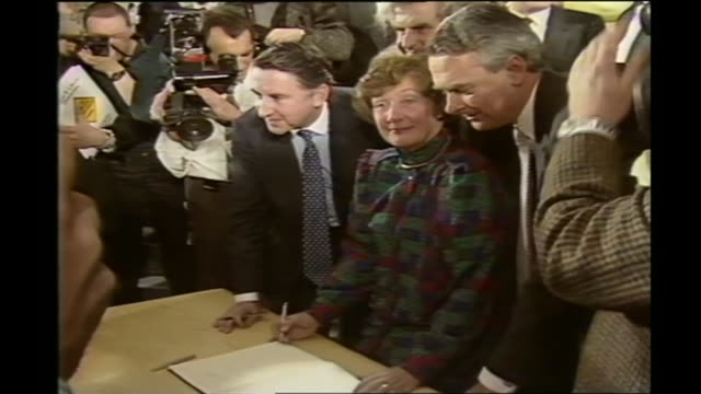 stockvideo's en b-roll-footage met liberal democrats suffer heavy losses / nick clegg resigns 1988 various of then liberal party leader david steel sdp president shirley williams and... - versmelten