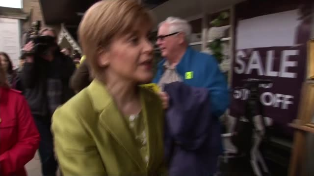nicola sturgeon leaked memo row 342015 scotland edinburgh ext nicola sturgeon shaking hands with supporters during walkabout nicola sturgeon... - itv weekend lunchtime news点の映像素材/bロール
