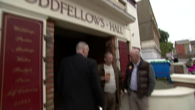 stockvideo's en b-roll-footage met nigel farage speaking in ramsgate ext security outside oddfellow hall and man with digitally obscured face / nigel farage arriving and commenting on... - ramsgate