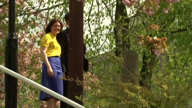 polling day nick clegg arrives to vote in sheffield england yorkshire sheffield ext liberal democrat leader nick clegg and wife miriam gonzalez... - ニック クレッグ点の映像素材/bロール