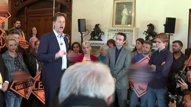 stockvideo's en b-roll-footage met possible postelection deals / child benefit row england manchester int nick clegg speech to lib dem supporters sot the nhs doesn't need warm words it... - mogelijk