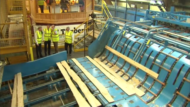 vídeos de stock e filmes b-roll de record number of people in work wales powys newbridgeonwye int varios of david cameron touring bsw timber sawmill watching wood being cut on... - hay on wye