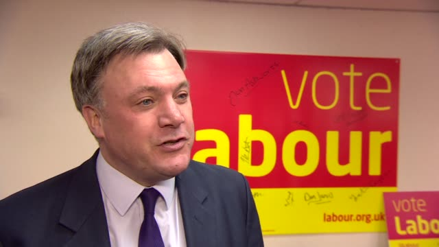 round up of the days campaigning england london ed balls interview sot re conservative party intending a top rate tax cut england oxfordshire... - カット切り替え点の映像素材/bロール
