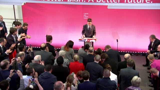 row over labour's plan to scrap 'nondom' tax status coventry university of warwick int high angle view of ed miliband along and shaking hands... - itvイブニングニュース点の映像素材/bロール