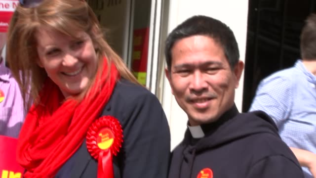 general election 2015: steve coogan and tom watson campaigning in croydon; steve coogan, tom watson, sarah jones and unidentified man posing in front... - steve watson stock videos & royalty-free footage