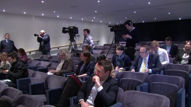 ukip cutaways of press conference england london int gvs suzanne evans at podium / gvs panel listening / diane james speaking at podium / journalists... - diane james politik stock-videos und b-roll-filmmaterial