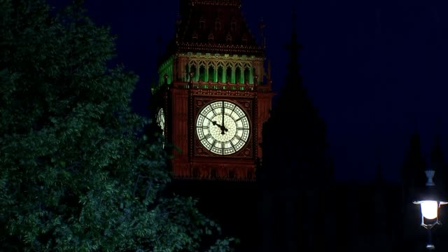 hung parliament theresa may to form new government 862017 westminster big ben clock face as striking 10pm on general election day - hanging stock videos & royalty-free footage