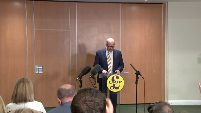 vidéos et rushes de hung parliament ukip leader steps down after party fails to gain single seat england london int paul nuttall along to podium at press conference paul... - pupitre