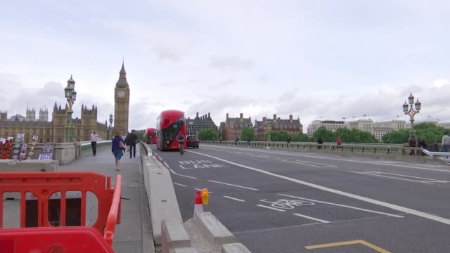 jeremy corbyn calls for theresa may to resign over police cuts england london westminster ext bus along westminster bridge pasty concrete barriers... - victoria tower stock-videos und b-roll-filmmaterial
