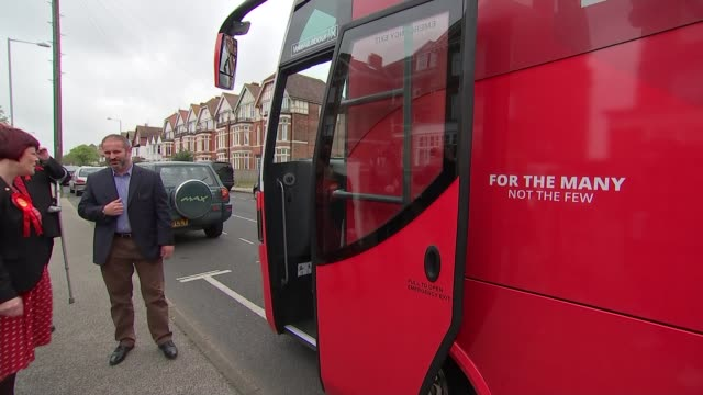 general election 2017: jeremy corbyn campaigns in lowestoft; england: suffolk: lowestoft: ext labour party supporters waiting / labour battlebus... - ローストフト点の映像素材/bロール
