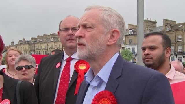 general election 2017: jeremy corbyn campaigns in lowestoft; sonia barker addressing crowd sot / jeremy corbyn addressing crowd sot - ローストフト点の映像素材/bロール