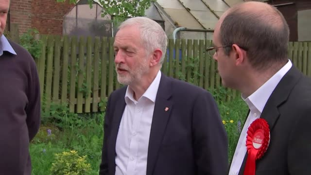 jeremy corbyn campaigns in pudsey labour battlebus arriving / jeremy corbyn departing bus and greeted by ian mccargo / various shots of corbyn and... - gemeinschaftsgarten stock-videos und b-roll-filmmaterial