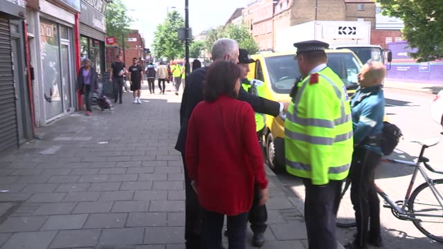 jeremy corbyn in islington england london islington ext jeremy corbyn mp from cafe and poses for photo with people / chats with police / corbyn... - イズリントン点の映像素材/bロール