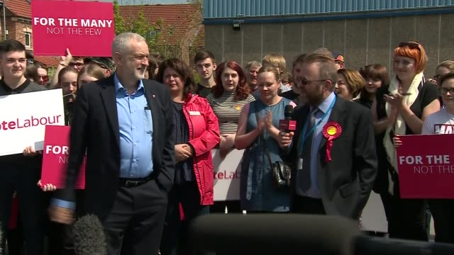 labour jeremy corbyn rally in leeds east england west yorkshire leeds ext jeremy corbyn from battle bus and speech to supporters sot - west yorkshire stock-videos und b-roll-filmmaterial