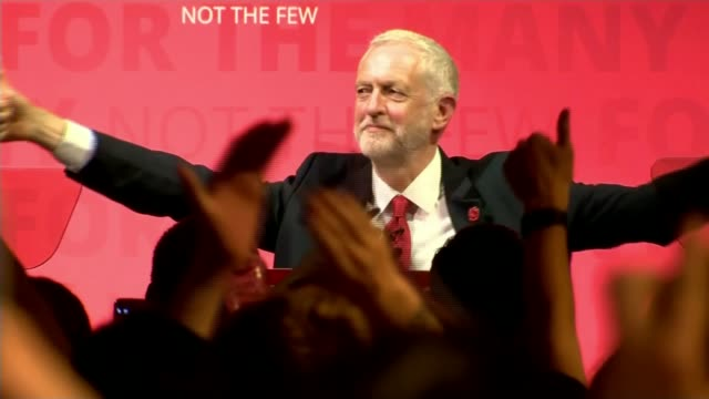 theresa may and jeremy corbyn campaigns continues after manchester arena attack scotland glasgow int jeremy corbyn appearing before cheering crowd at... - allgemeine wahlen stock-videos und b-roll-filmmaterial