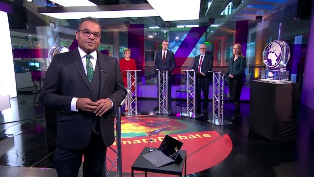 stockvideo's en b-roll-footage met general election 2019: channel 4 news climate debate; england: london: gir: int reporter to camera cutaways party leaders at podiums - jo swinson ,... - channel 4 news