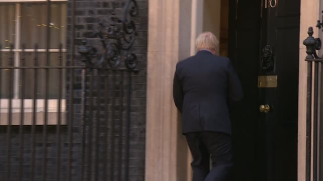 general election 2019: conservatives win majority; uk, london: prime minister boris johnson photocall on steps of 10 downing street following... - conservative party uk stock videos & royalty-free footage