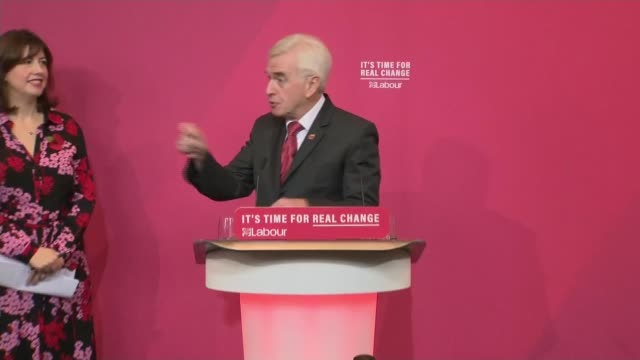former labour mps back boris johnson for prime minister cutaways = itn england liverpool int john mcdonnell arriving on stage and shaking hands with... - john mcdonnell politician videos stock videos & royalty-free footage