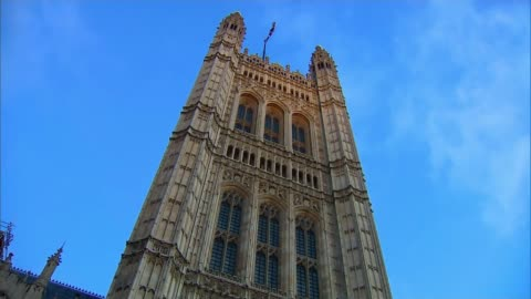 stockvideo's en b-roll-footage met general election 2019: jeremy corbyn defends decision to remain neutral in future eu referendum; england: london: westminster: low angle shot flag... - victoria tower