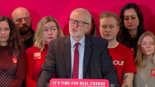 vídeos y material grabado en eventos de stock de general election 2019: jeremy corbyn speech on labour party environmental policies; england: hampshire: southampton: int jeremy corbyn speech on... - hampshire