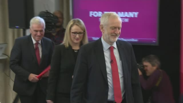 labour pledges free nationwide broadband england lancashire lancaster int jeremy corbyn cheered by audience as into campaign event sot jeremy corbyn... - planning stock videos & royalty-free footage