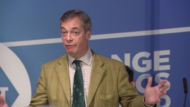 nigel farage speech to brexit party campaign event in hull england east yorkshire kingston upon hull int nigel farage mep speech to brexit party... - mep stock-videos und b-roll-filmmaterial